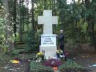 Кремлевский шут Грэм Филлипс осквернил могилу Бандеры