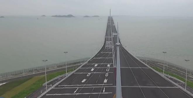 Самый длинный мост над морем открыли в Китае - фото