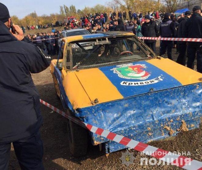 В гонках в Кривом Роге авто въехало в толпу, среди пострадавших есть дети - фото