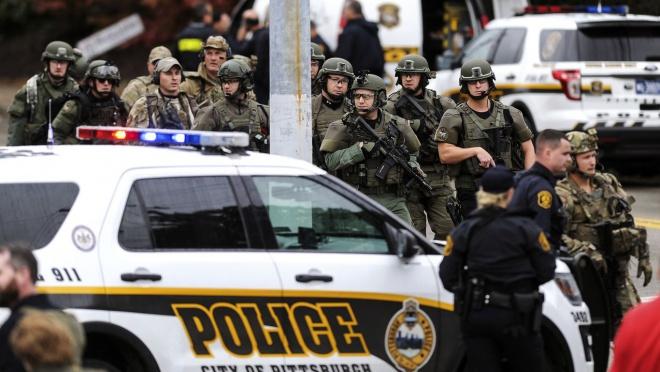 В синагоге в Питтсбурге устроили стрельбу: 11 погибших - фото