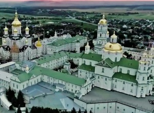 Минюст вернул захваченую редерами Почаевскую лавру - фото