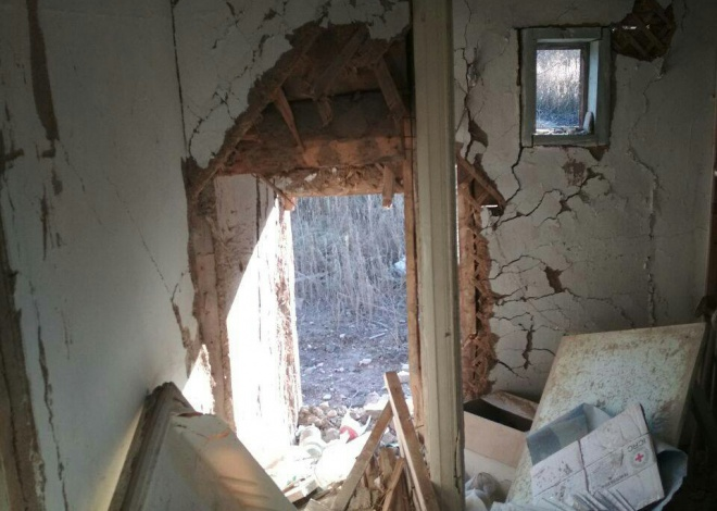 Оккупанты уничтожили два жилых дома в Пивденном - фото