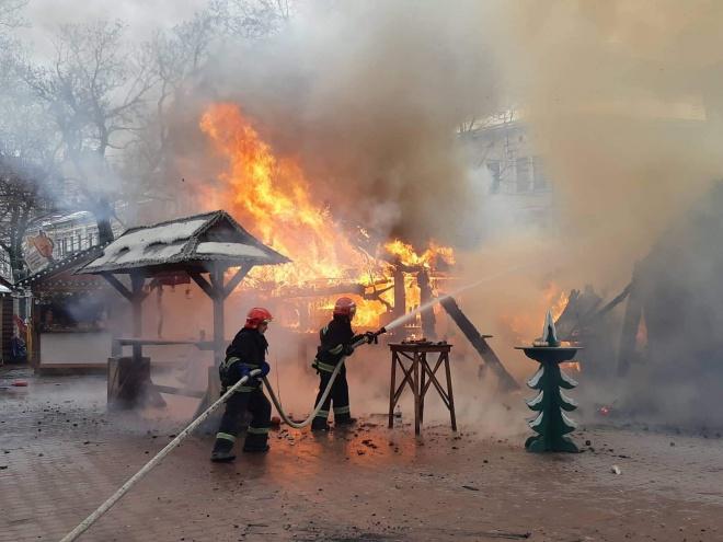 На рождественской ярмарке во Львове произошел взрыв, есть пострадавшие - фото