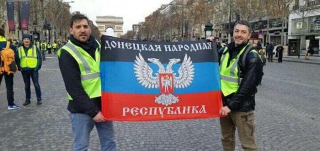 """В СБУ рассказали кто держал флаг т.н. """"ДНР"""" во время протестов в Париже - фото"""