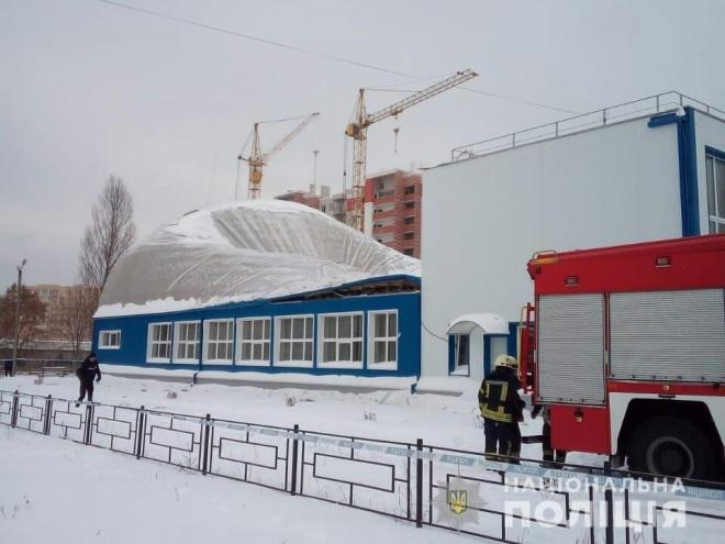 В Вишневом обрушилась крыша спорткомплекса во время детских соревнований - фото
