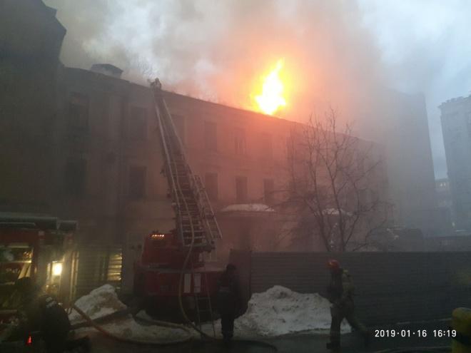 На Крещатике горит дом (дополнено и уточнено) - фото