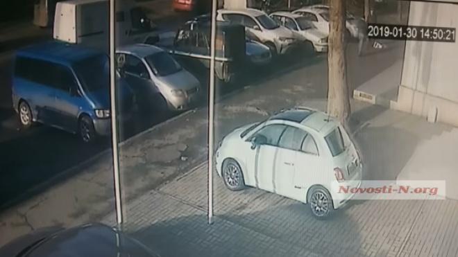 Появились еще одно видео расстрела супругов в Николаеве - фото