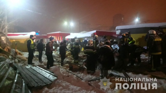В результате обрушения ларька в Харькове пострадали три женщины - фото