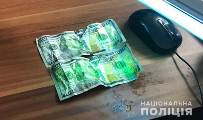 Во время задержания пограничник пытался проглотить $200 - фото