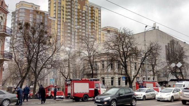 Опять горел старый и отселенный дом на Лукьяновке в Киеве - фото