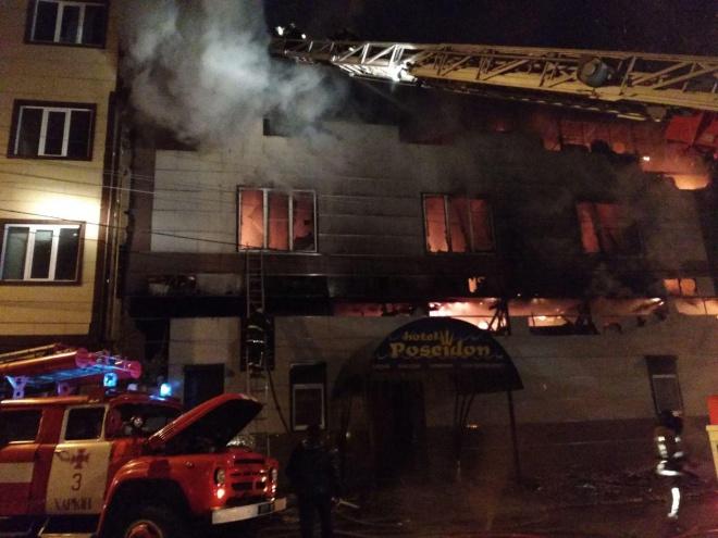 Из-за пожара в бане эвакуировали 50 жильцов дома в Харькове - фото
