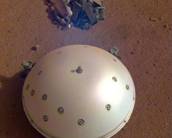 На Марсе впервые зафиксировано вероятное землетрясение - фото