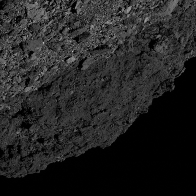 Снят на камеру экваториальный хребет астероида Бенну - фото