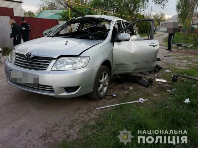 В автомобиль с водителем забросили гранату в Харькове - фото