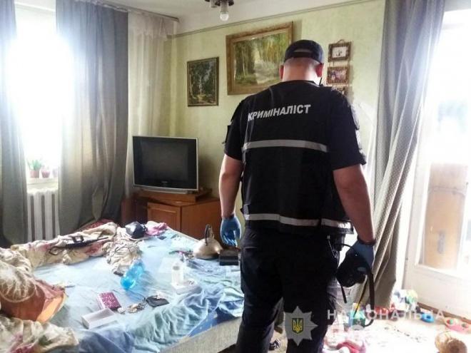 В киевской квартире нашли погибших супругов и истощенного ребенка - фото