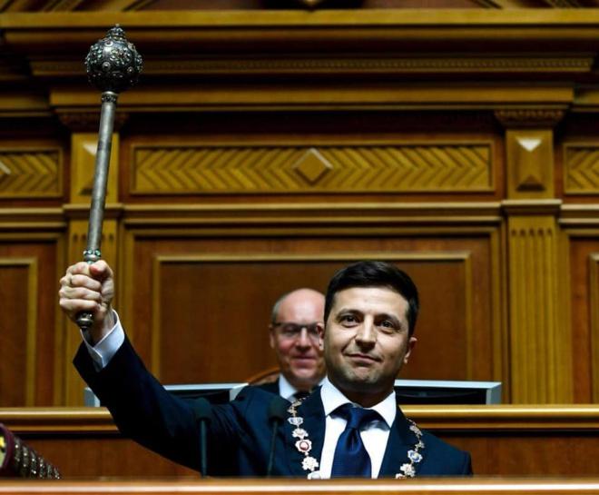 Зеленский сложил присягу в Верховной Раде и объявил о ее роспуске - фото