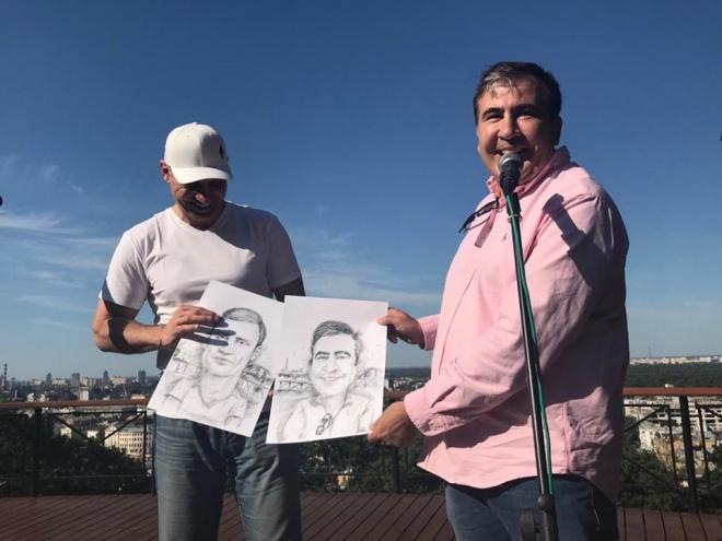 Кличко «подставляет плечо» для Саакашвили - фото