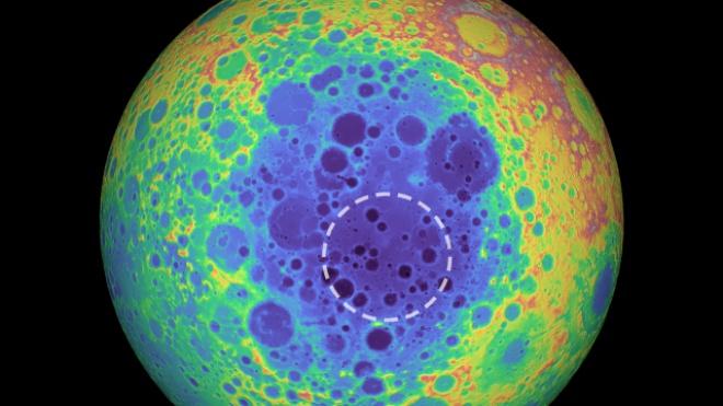 На обратной стороне Луны обнаружена огромная аномалия - фото