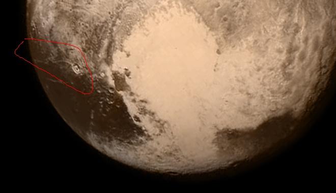 На Плутоне обнаружен аммиак, что может свидетельствовать о жидкой воде под его поверхностью - фото