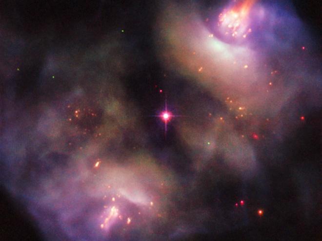 Хаббл запечатлел динамично умирающую звезду - фото