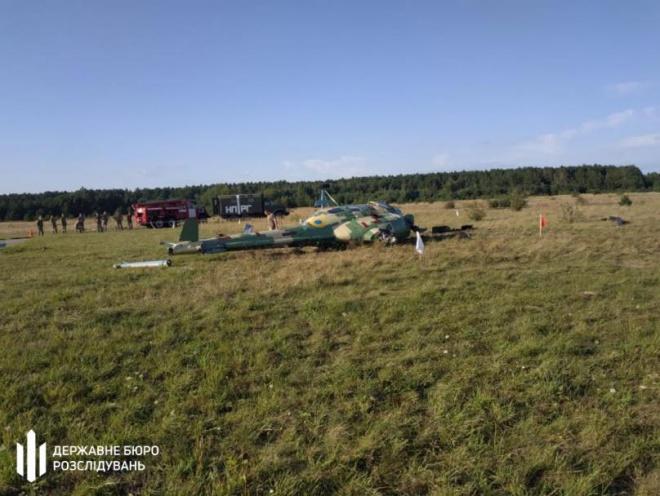 На Львовщине упал военный вертолет - фото