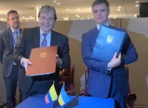 Украина подписала соглашение о безвизе с Колумбией - фото