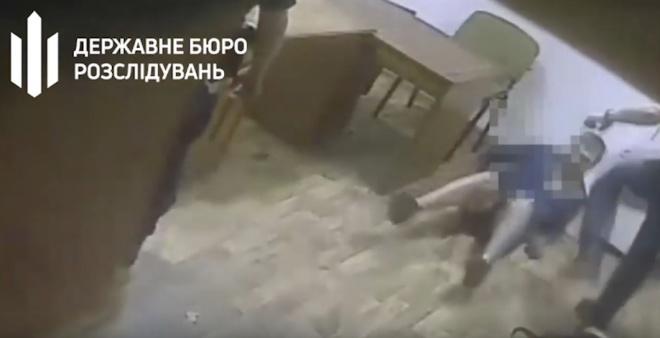 Одесские патрульные пытали задержанных (видео) - фото