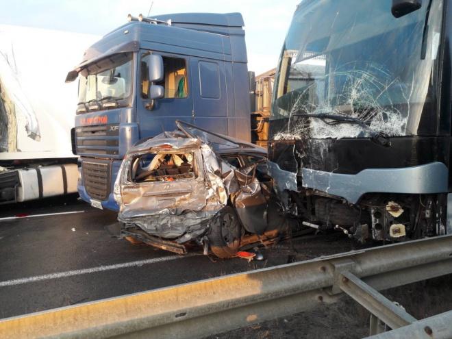 11 автомобилей вместе с рейсовым автобусом попали в ДТП под Уманью - фото
