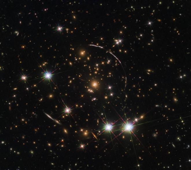 Хаббл сфотографировал дюжину двойников галактики - фото