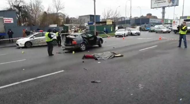 На Кольцевой автомобиль вылетел на встречную полосу: двое погибших - фото