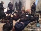 Почти двадцать человек в балаклавах пытались захватить столичную квартиру