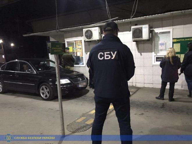 Схему по таможенному оформлению «евроблях» разоблачено на Буковине - фото