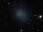Моделирование карликовой галактики выявляет различные пути обогащения стронция