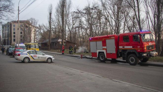 При пожаре в люке теплотрассе в Киеве погибли три человека - фото