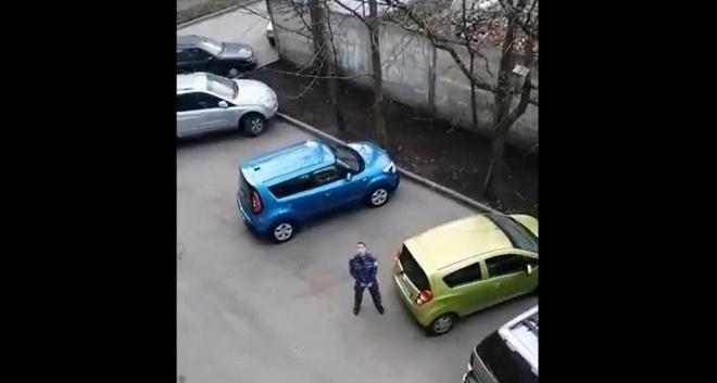 Пьяный росгвардеец устроил ДТП и мастурбировал на улице - фото