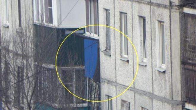В России вертолет выстрелил в жилой дом - фото