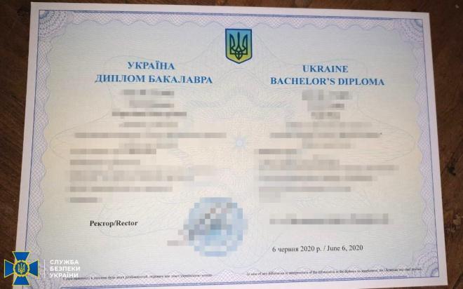 По сотне боевиков «ДНР» ежемесячно покупали поддельные дипломы с контролируемой территории - фото